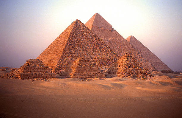 Pyramids of Giza:スマホ壁紙(壁紙.com)