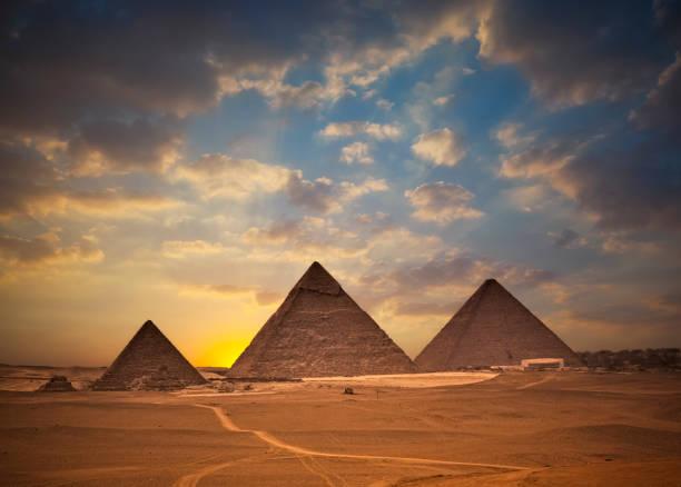 Pyramids of Giza at Sunset:スマホ壁紙(壁紙.com)