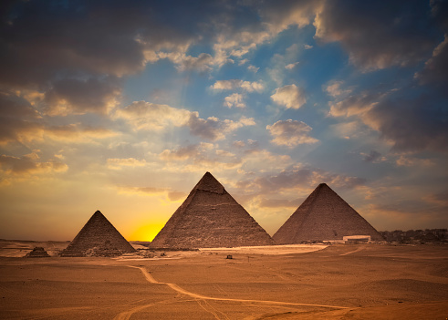 Archaeology「Pyramids of Giza at Sunset」:スマホ壁紙(11)