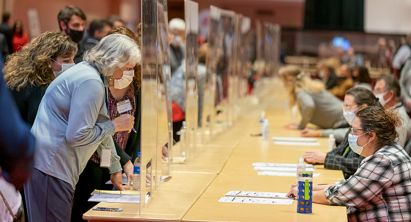 Madison - Wisconsin「Election Recount Begins In Two Wisconsin Counties」:写真・画像(5)[壁紙.com]