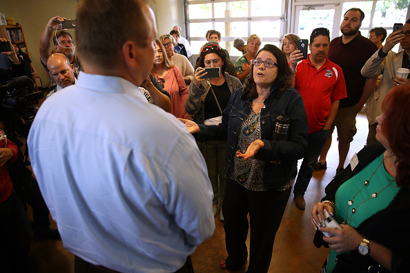 Water's Edge「GOP House Rep. Jeff Denham Holds Town Hall Meeting In Riverbank, California」:写真・画像(19)[壁紙.com]
