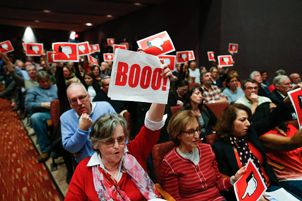 Town Hall「GOP Rep. Leonard Lance Holds Constituent Town Hall Meeting In New Jersey」:写真・画像(15)[壁紙.com]