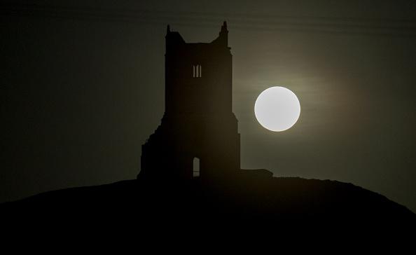 Astronomy「Harvest Moon Rises Over Somerset」:写真・画像(19)[壁紙.com]