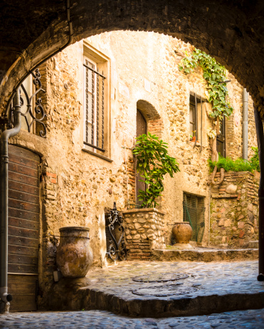 France「Old courtyard」:スマホ壁紙(9)