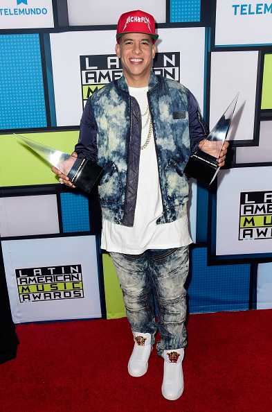 賞「Telemundo's Latin American Music Awards 2015 - Press Room」:写真・画像(10)[壁紙.com]