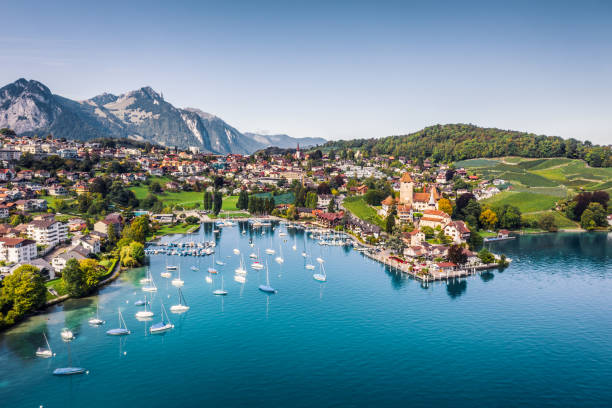 Spiez castle by lake Thun in Canton of Bern, Switzerland:スマホ壁紙(壁紙.com)