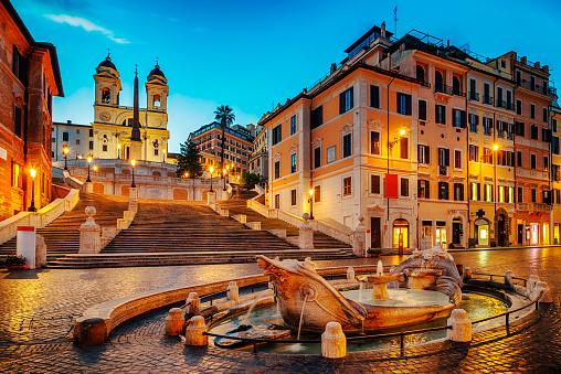 Italian Culture「Fontana della Barcaccia in Piazza di Spagna with Spanish Steps」:スマホ壁紙(1)