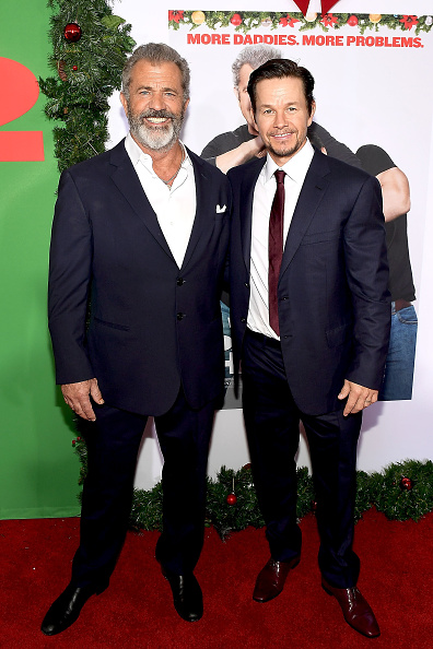 "Two People「Premiere Of Paramount Pictures' ""Daddy's Home 2"" - Red Carpet」:写真・画像(10)[壁紙.com]"