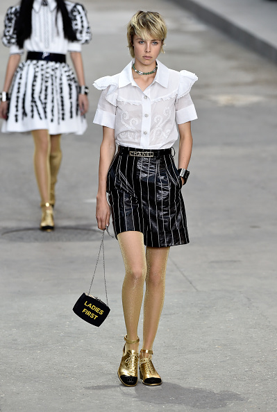 Black Purse「Chanel : Runway - Paris Fashion Week Womenswear Spring/Summer 2015」:写真・画像(5)[壁紙.com]