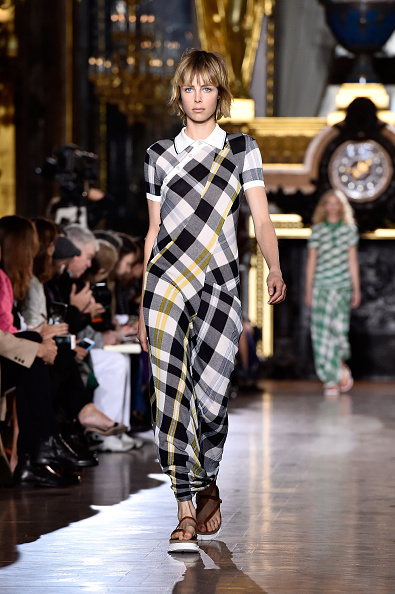 タータンチェック「Stella McCartney : Runway - Paris Fashion Week Womenswear Spring/Summer 2016」:写真・画像(5)[壁紙.com]