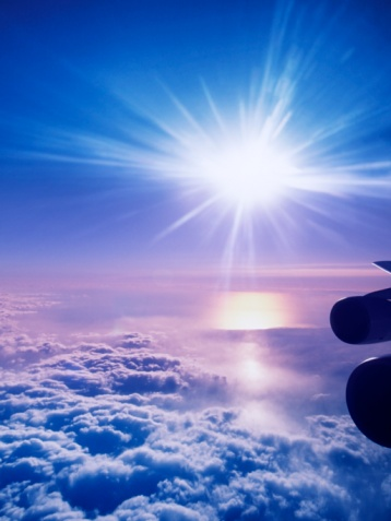 星空「Aircraft Point of View of the Sun Above Clouds at Sunset」:スマホ壁紙(5)
