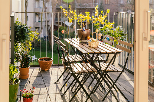 Easter「Balcony with table, chairs and Easter decoration」:スマホ壁紙(2)