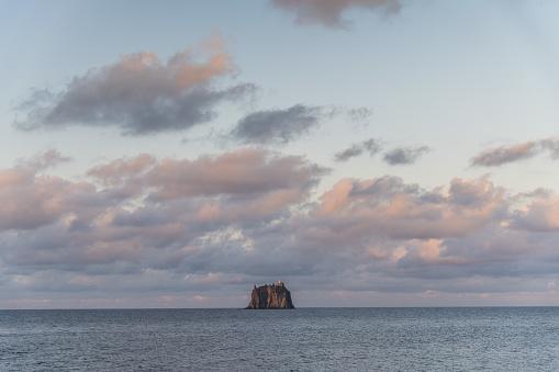 Stromboli Island「view of Strombolicchio, off shore Stromboli, Isole Eolie, Sicily」:スマホ壁紙(18)