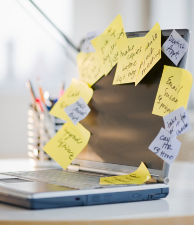 Adhesive Note「To-do notes stuck to laptop」:スマホ壁紙(9)