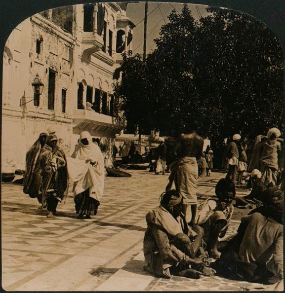 Sri Lanka「In the courtyard of the Golden Temple. Amritsar, India, 1907」:写真・画像(13)[壁紙.com]