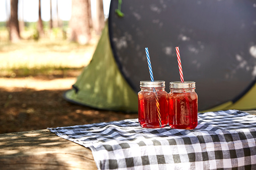 Picnic「Glasses with juice and drinking straws」:スマホ壁紙(10)