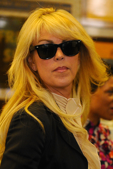 Ruffled Shirt「Lindsay Lohan Surrenders」:写真・画像(9)[壁紙.com]