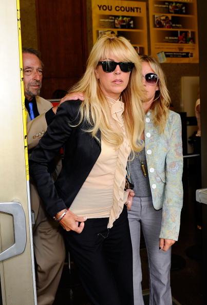 Ruffled Shirt「Lindsay Lohan Surrenders」:写真・画像(8)[壁紙.com]
