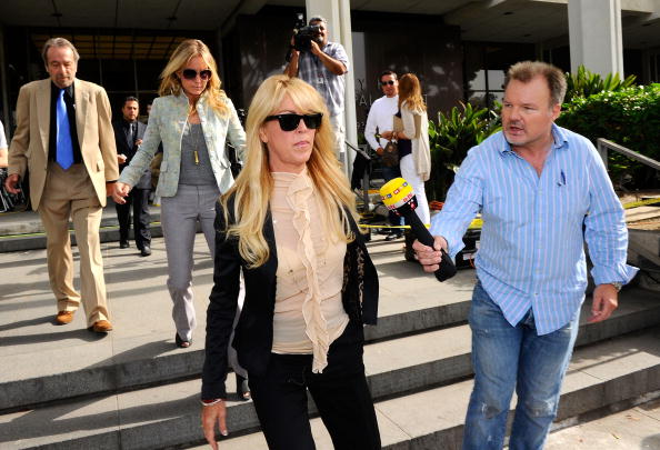 Ruffled Shirt「Lindsay Lohan Surrenders」:写真・画像(7)[壁紙.com]