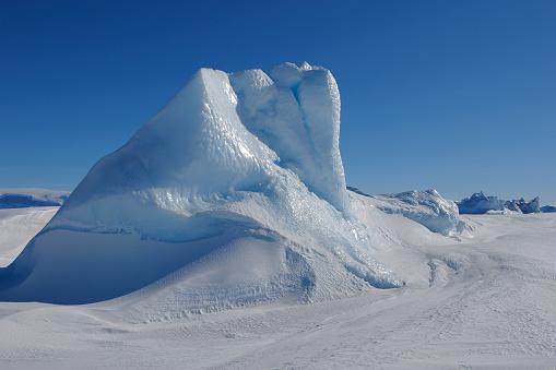 Pack Ice「Pack ice with iceberg」:スマホ壁紙(2)