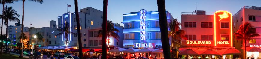 Miami Beach「Art Deco hotels on Ocean Drive at dusk」:スマホ壁紙(7)