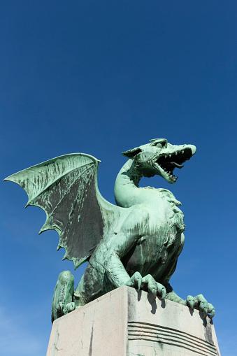 Dragon「Slovenia, Ljubljana, bronze dragon sculpture of Zmajski most」:スマホ壁紙(10)