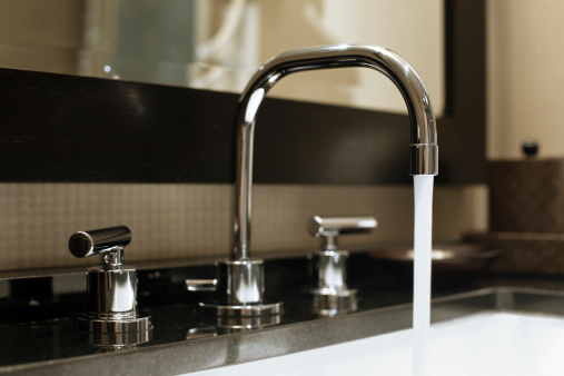 Architectural Feature「Water Running From Faucet」:スマホ壁紙(7)