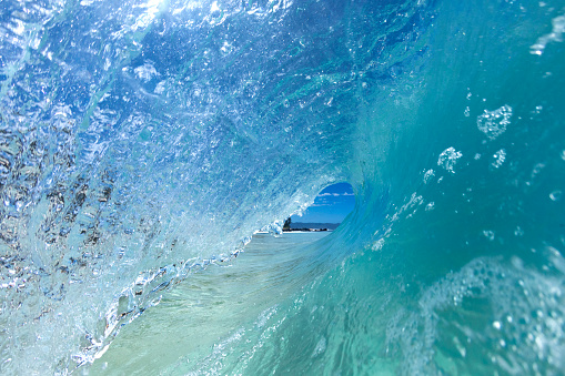 Wave「View inside ocean wave at Off the Wall, Oahu, Hawaii, USA」:スマホ壁紙(14)