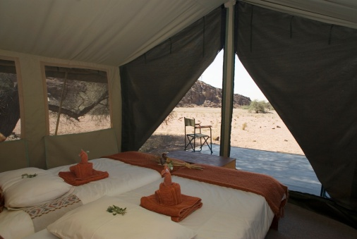 Tent「View Inside a Luxury Safari Tent」:スマホ壁紙(6)