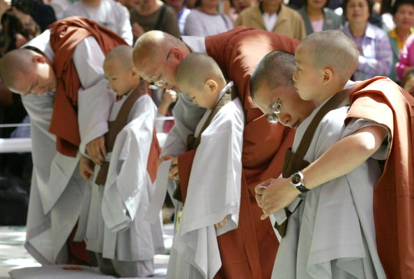 Start Button「Children Become Buddhist Monks In A Ceremony In Seoul」:写真・画像(16)[壁紙.com]