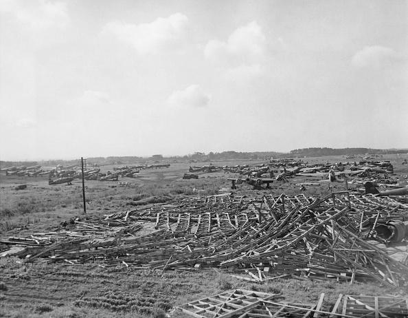 Pacific War「Atsugi Air Base Bombed」:写真・画像(19)[壁紙.com]