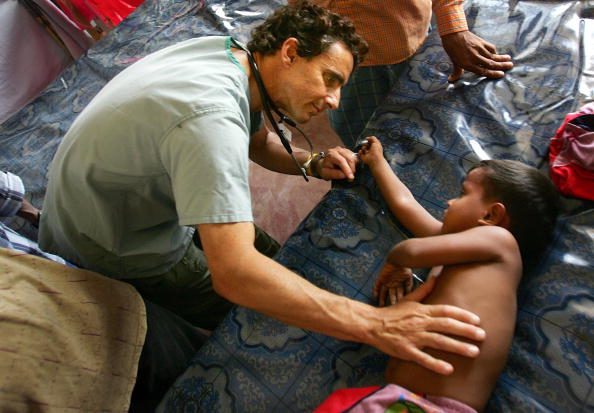 Makeshift「Tsunami Rescue And Relief Effort Continues」:写真・画像(15)[壁紙.com]