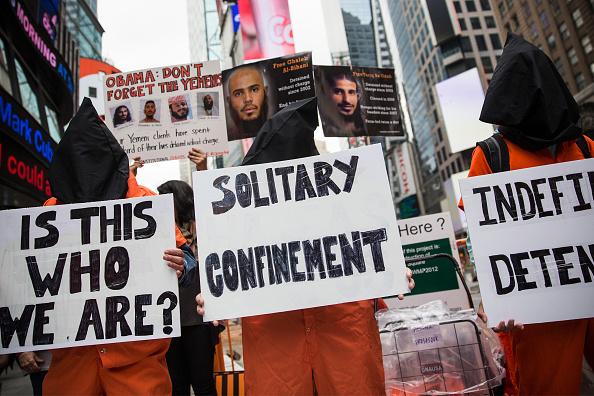 Andrew Burton「Protestors Demonstrate In Times Square For Closing Of Guantanamo Bay Detention Center」:写真・画像(10)[壁紙.com]