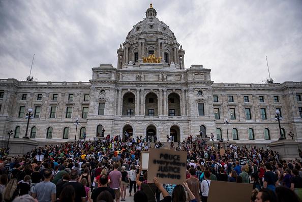 Minnesota「Protests Erupt After Minnesota Officer Acquitted In Killing Of Philando Castile」:写真・画像(6)[壁紙.com]