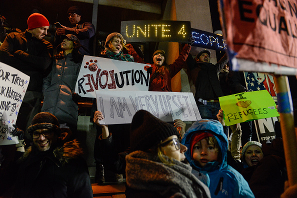 Kennedy Airport「Protestors Rally At JFK Airport Against Muslim Immigration Ban」:写真・画像(6)[壁紙.com]
