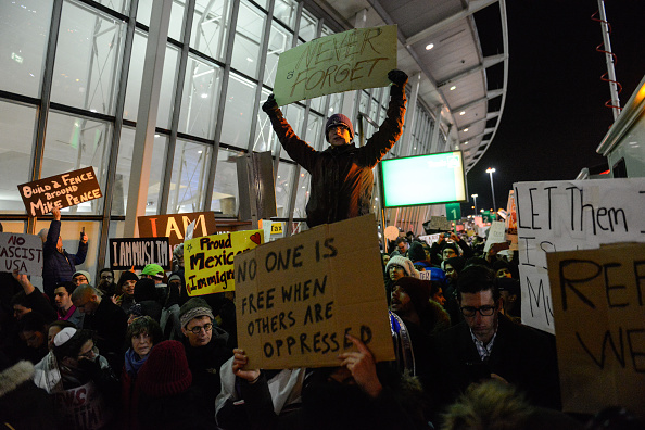 Kennedy Airport「Protestors Rally At JFK Airport Against Muslim Immigration Ban」:写真・画像(7)[壁紙.com]