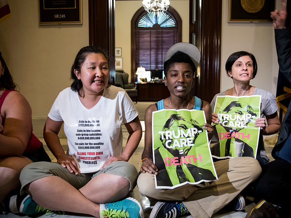 Lobby「Activists Protest GOP's Health Care Plan At Senator's Offices Within The Capitol」:写真・画像(15)[壁紙.com]