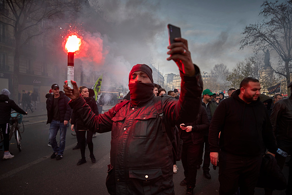 France「French Public Sector Workers Begin New Round Of Pension Strikes」:写真・画像(11)[壁紙.com]