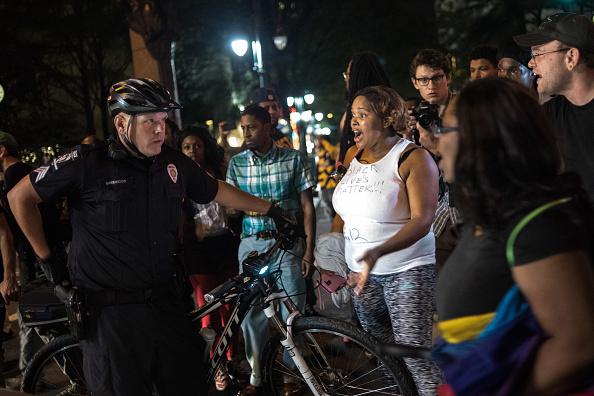 問う「Protests Break Out In Charlotte After Police Shooting」:写真・画像(4)[壁紙.com]