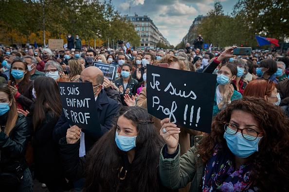 France「Anti-Terrorism Vigil Held For Beheaded Teacher」:写真・画像(9)[壁紙.com]