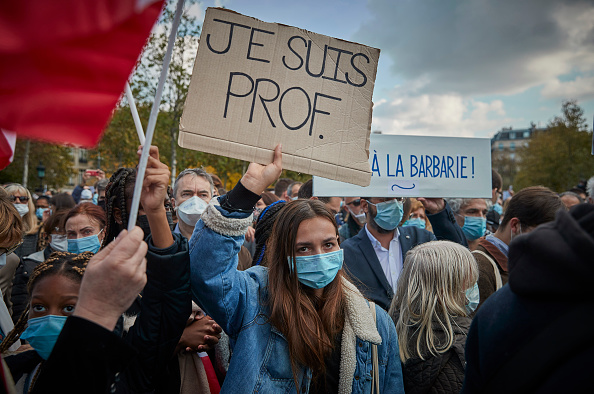 France「Anti-Terrorism Vigil Held For Beheaded Teacher」:写真・画像(8)[壁紙.com]
