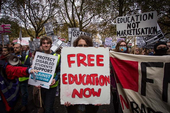 Learning「Students Demonstrate In Favour Of Free Education」:写真・画像(7)[壁紙.com]
