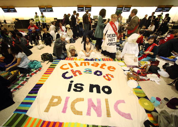 Heathrow Airport「Crowds Gather At Heathrow Airport To Protest Against Third Runway Plan」:写真・画像(11)[壁紙.com]