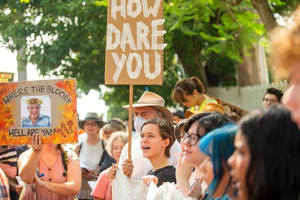 オーストラリア「Climate Protesters Rally At Kirribilli House As Bushfires Continue To Burn Across NSW」:写真・画像(6)[壁紙.com]