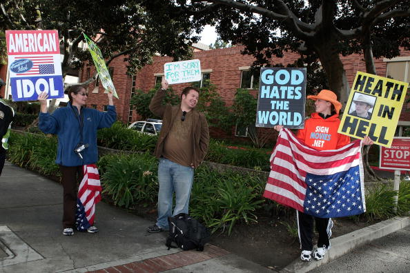 WBC「WBC Protests SAG Awards」:写真・画像(5)[壁紙.com]