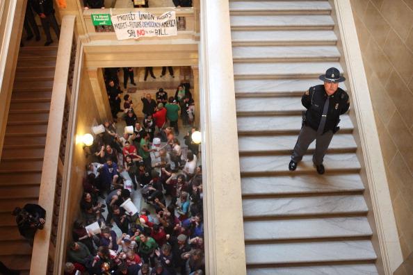 政府「Wisconsin Governor Walker Presents Budget Proposal To State Assembly」:写真・画像(9)[壁紙.com]