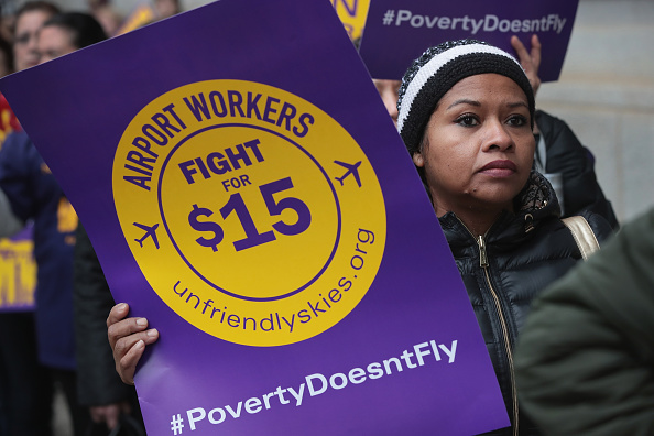 Economy「Demonstrators Outside United Airlines Shareholder Meeting Demand High Wages For Airline Workers」:写真・画像(11)[壁紙.com]