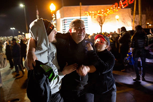 Riots After Grand Jury Decision Rip Apart Ferguson, Missouri:ニュース(壁紙.com)