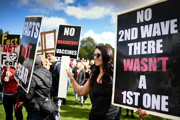 Anti-Quarantine Protest「Anti-lockdown Protest Marches Through Edinburgh」:写真・画像(7)[壁紙.com]