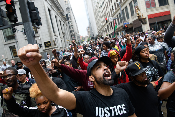 Celebration Event「Demonstration Continue In Pittsburgh After Unarmed Black Teen Was Fatally Shot In Back By Police While Fleeing A Traffic Stop」:写真・画像(1)[壁紙.com]